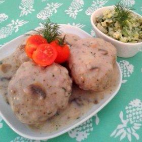 Klopsy pieczone z sosem pieczarkowym