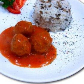 Pulpety gotowane w sosie pomidorowym